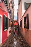 Ζωηρόχρωμα αγροτικά κτήρια του νησιού Burano, Βενετία, Ιταλία Στοκ Εικόνες