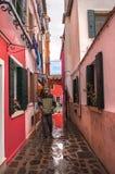 Ζωηρόχρωμα αγροτικά κτήρια του νησιού Burano, Βενετία, Ιταλία Στοκ φωτογραφία με δικαίωμα ελεύθερης χρήσης