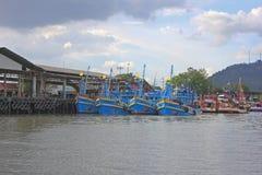 Ζωηρόχρωμα αλιευτικά σκάφη, Ταϊλάνδη Στοκ Φωτογραφίες