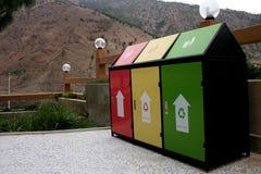 Ζωηρόχρωμα ανακύκλωσης δοχεία Στοκ Εικόνα
