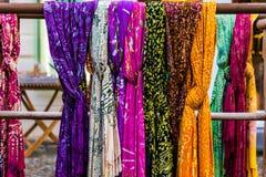 Ζωηρόχρωμα ασιατικά μαντίλι Στοκ Εικόνες