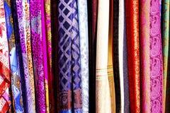 Ζωηρόχρωμα ασιατικά τουρκικά μαντίλι μεταξιού Στοκ φωτογραφίες με δικαίωμα ελεύθερης χρήσης