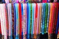 Ζωηρόχρωμα ασιατικά τουρκικά μαντίλι μεταξιού Στοκ Φωτογραφία