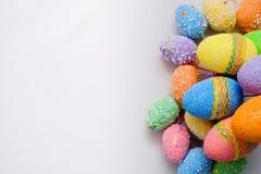 ζωηρόχρωμα αυγά Πάσχας ανα& στοκ εικόνες
