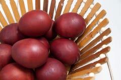 Ζωηρόχρωμα αυγά Πάσχας με ευτυχές Πάσχα Στοκ Φωτογραφίες