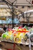 ζωηρόχρωμα αυγά Πάσχας πο&upsil Στοκ εικόνες με δικαίωμα ελεύθερης χρήσης