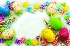 Ζωηρόχρωμα αυγά Πάσχας, πλαίσιο Στοκ φωτογραφίες με δικαίωμα ελεύθερης χρήσης