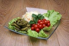 Ζωηρόχρωμα λαχανικά στα διαφανή εμπορεύματα γυαλιού Στοκ Εικόνα