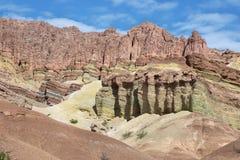 Ζωηρόχρωμα βουνά Quebrada de las Conchas, Αργεντινή Στοκ Εικόνες