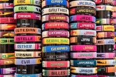 Ζωηρόχρωμα βραχιόλια με τα γαλλικά ονόματα Στοκ Φωτογραφίες