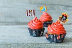 Ζωηρόχρωμα γενέθλια θέματος πειρατών cupcakes Στοκ Εικόνα