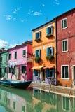 Ζωηρόχρωμα ζωντανά χρωματισμένα σπίτια, Burano Στοκ Φωτογραφίες