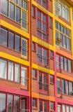 Ζωηρόχρωμα διαμερίσματα σε μια προηγούμενη αποθήκη εμπορευμάτων στο Γκρόνινγκεν Στοκ φωτογραφίες με δικαίωμα ελεύθερης χρήσης