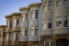 Ζωηρόχρωμα διαμερίσματα στο Σαν Φρανσίσκο, Καλιφόρνια Στοκ εικόνες με δικαίωμα ελεύθερης χρήσης