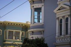 Ζωηρόχρωμα διαμερίσματα στο Σαν Φρανσίσκο, Καλιφόρνια Στοκ φωτογραφία με δικαίωμα ελεύθερης χρήσης