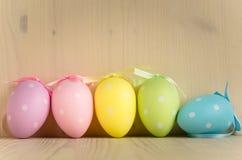 Ζωηρόχρωμα διαστιγμένα αυγά Πάσχας Στοκ φωτογραφία με δικαίωμα ελεύθερης χρήσης