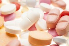 ζωηρόχρωμα ιατρικά χάπια Στοκ φωτογραφία με δικαίωμα ελεύθερης χρήσης
