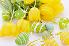 Ζωηρόχρωμα κίτρινα και πράσινα αυγά Πάσχας άνοιξη Στοκ φωτογραφίες με δικαίωμα ελεύθερης χρήσης