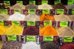 Ζωηρόχρωμα καρυκεύματα στην αγορά σε Antalya Στοκ φωτογραφία με δικαίωμα ελεύθερης χρήσης