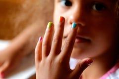 Ζωηρόχρωμα καρφιά μωρών Στοκ εικόνες με δικαίωμα ελεύθερης χρήσης