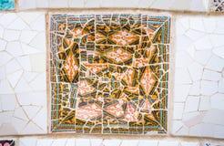 Ζωηρόχρωμα κεραμικά μωσαϊκά στο πάρκο Guell, Βαρκελώνη Στοκ Εικόνες