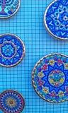 Ζωηρόχρωμα κεραμικά πιάτα Στοκ φωτογραφία με δικαίωμα ελεύθερης χρήσης