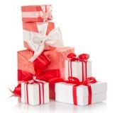 Ζωηρόχρωμα κιβώτια δώρων σωρών με την κορδέλλα Στοκ φωτογραφία με δικαίωμα ελεύθερης χρήσης