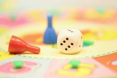ζωηρόχρωμα κομμάτια παιχνιδιών Στοκ φωτογραφία με δικαίωμα ελεύθερης χρήσης