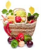 ζωηρόχρωμα λαχανικά καλαθιών Στοκ Εικόνες
