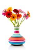 Ζωηρόχρωμα λουλούδια Gerber ανθοδεσμών vase Στοκ Φωτογραφίες