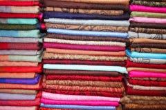 ζωηρόχρωμα μαντίλι αγοράς &ga Στοκ εικόνα με δικαίωμα ελεύθερης χρήσης