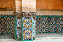 Ζωηρόχρωμα μαροκινά κεραμίδια σε ένα κτήριο Στοκ Εικόνες