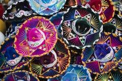 Ζωηρόχρωμα μεξικάνικα καπέλα σομπρέρο στο Μεξικό Στοκ φωτογραφία με δικαίωμα ελεύθερης χρήσης