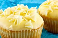 Ζωηρόχρωμα μικρά cupcakes Στοκ Εικόνες