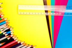 ζωηρόχρωμα μολύβια χαρτον Στοκ εικόνες με δικαίωμα ελεύθερης χρήσης