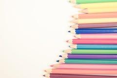 Ζωηρόχρωμα μολύβια στον εκλεκτής ποιότητας τόνο φίλτρων Στοκ φωτογραφία με δικαίωμα ελεύθερης χρήσης