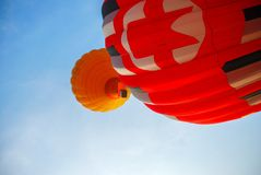 Ζωηρόχρωμα μπαλόνια ζεστού αέρα, Σύνθεση της φύσης και του υποβάθρου μπλε ουρανού σε Ayutthaya, Ταϊλάνδη Στοκ φωτογραφία με δικαίωμα ελεύθερης χρήσης