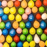 Ζωηρόχρωμα μπαλόνια σε έναν τοίχο για τη ρίψη των βελών σε ένα funfair, περίληψη υποβάθρου Στοκ εικόνες με δικαίωμα ελεύθερης χρήσης