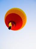 Ζωηρόχρωμα μπαλόνια ζεστού αέρα στην έναρξη του ταξιδιού ταξιδιών Στοκ φωτογραφίες με δικαίωμα ελεύθερης χρήσης