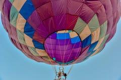 Ζωηρόχρωμα μπαλόνια ζεστού αέρα στο άσπρο υπόβαθρο Στοκ φωτογραφία με δικαίωμα ελεύθερης χρήσης