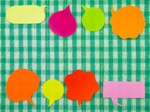 Ζωηρόχρωμα μπαλόνια (πράσινο υπόβαθρο υφάσματος) Στοκ εικόνες με δικαίωμα ελεύθερης χρήσης