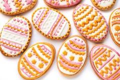 Ζωηρόχρωμα μπισκότα Πάσχας με μορφή του αυγού Στοκ Φωτογραφία
