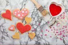 Ζωηρόχρωμα μπισκότα στο μαρμάρινο πιάτο Στοκ φωτογραφίες με δικαίωμα ελεύθερης χρήσης