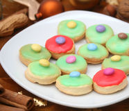 ζωηρόχρωμα μπισκότα Χριστ&omicro Στοκ Φωτογραφίες