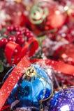 Ζωηρόχρωμα μπιχλιμπίδια Χριστουγέννων Στοκ φωτογραφίες με δικαίωμα ελεύθερης χρήσης