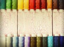 ζωηρόχρωμα νήματα μασουριώ Στοκ Εικόνα