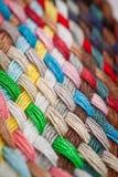 ζωηρόχρωμα νήματα πλεξου&delt Στοκ Φωτογραφία