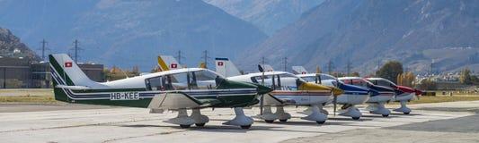 Ζωηρόχρωμα ξύλινα αθλητικά μονοπλάνα του τύπου Robin DR400 DR401 που ευθυγραμμίζεται Στοκ Εικόνες