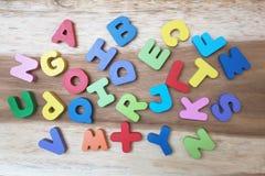 Ζωηρόχρωμα ξύλινα γράμματα AZ Στοκ εικόνες με δικαίωμα ελεύθερης χρήσης