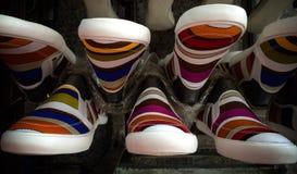 Ζωηρόχρωμα παπούτσια πάνινων παπουτσιών Στοκ εικόνες με δικαίωμα ελεύθερης χρήσης